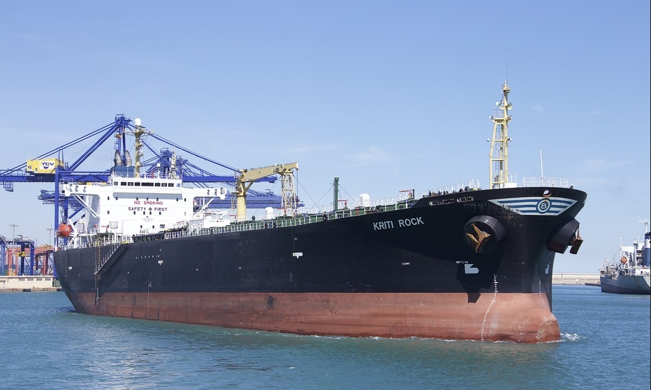 «Роснефть» поставила Hellenic Petroleum первую партию нефтепродуктов