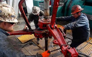 Добыча нефти в США растет, но делает это очень медленно
