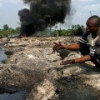 Террористы пригрозили довести добычу нефти в Нигерии до нуля