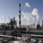 Российские НПЗ увеличили выпуск бензина, но сократили объем переработки
