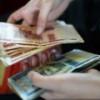 Большинство граждан РФ считают необходимым перевести торговлю нефтью c долларов на рубли – ВЦИОМ