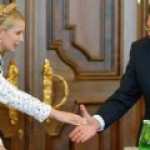 Тимошенко призывает оппозицию помочь ей поменяться с Януковичем местами