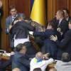 Сегодня в Раде Украины пели гимн и мяли лица (видео)