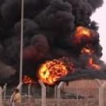 В ливийской столице Триполи никак не могут потушить нефтехранилище