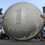 Разные мнения: граждане за крепкий рубль, власть — против