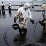 В Томске изобрели новый сорбент для сбора нефти с поверхности воды