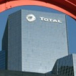 Total сокращает инвестиции в ожидании долгого периода низких цен на нефть