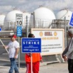 Рабочие бастуют из-за дефицита бюджета на американских НПЗ