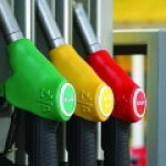 Бензин в России подешевел оптом за неделю на 1-2%
