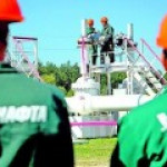 Украина продолжила добывать нефть, проблемы с транспортировкой решит пикет