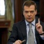 Медведев поручил кабмину минимизировать риски