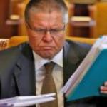 """Улюкаев: дефицит бюджета не сократить без 700 млрд рублей от приватизации """"Роснефти"""""""
