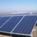 Медведев почти лично запустит две крупных солнечных электростанции