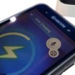 В Японии изобрели самозаряжающийся дисплей для смартфонов