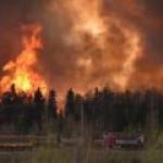 Нефтяники Канады начинают работы после пожара в провинции Альберта