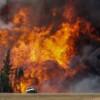 Лесные пожары вплотную подошли к нефтяным пескам Альберты