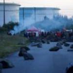 Все восемь НПЗ Франции охватила забастовка