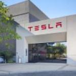 Tesla отозвала более 50 тыс электромобилей из-за проблем с «ручником»