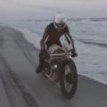 В Нидерландах сконструировали деревянный мотоцикл, работающий на водорослях
