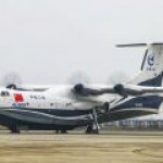 Самый большой в мире самолет-амфибия поднялся в воздух