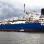 """При испытаниях СПГ-оборудования на новом FSRU """"Газпрома"""" прогремел взрыв"""