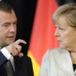 """Медведев обсудил с Меркель проблемы """"Северного потока-2"""""""