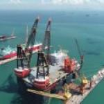 В Сингапуре построен крупнейший в мире плавучий кран