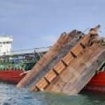 Танкер, взорвавшийся в Керченском проливе, отведут в Крым