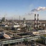 """Все НПЗ """"Газпром нефти"""" освоили выпуск бензина Аи-100"""