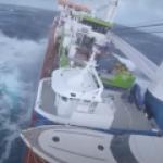 Судно наполненное нефтью терпит бедствие в Норвежском море