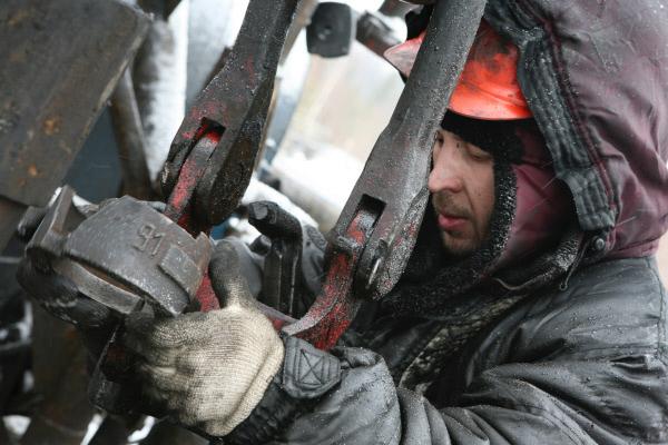 Neft-Oil-Neftianik-Mestorojdenie-Burenie
