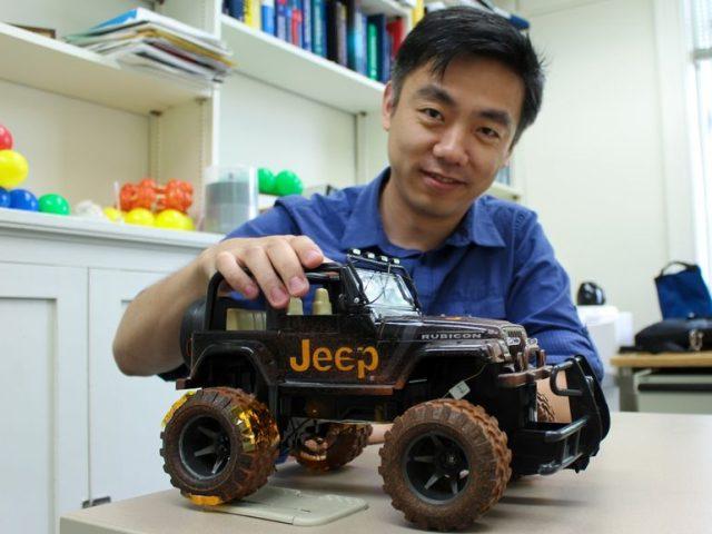 Avto-nanogenerator