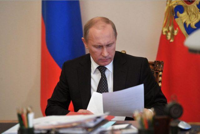 Putin_chitaet