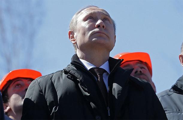 Putin_smotrit_vverh