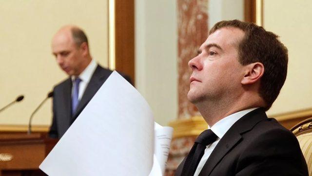 Medvedev i Siluanov