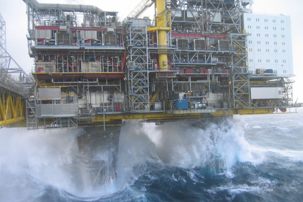 Добыча нефти шторм
