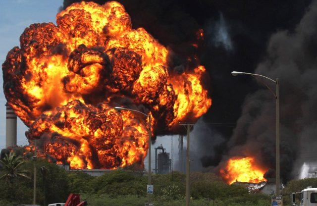 НПЗ взрыв обстрел